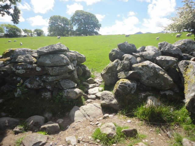 Gap in dry-stone wall, Rachub