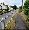 SO5013 : Elevated pavement above Hereford Road, Monmouth by Jaggery