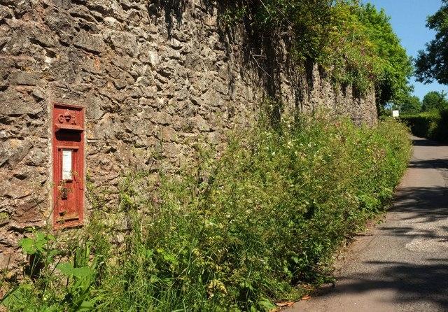 Postbox, Yalberton Road