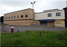 SS9079 : Boarded-up former Bridgend Magistrates' Court by Jaggery
