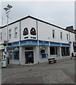 SS9079 : O2 mobile phone shop on a Bridgend town centre corner by Jaggery