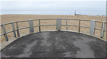 SZ1090 : An empty shelter platform by David Lally
