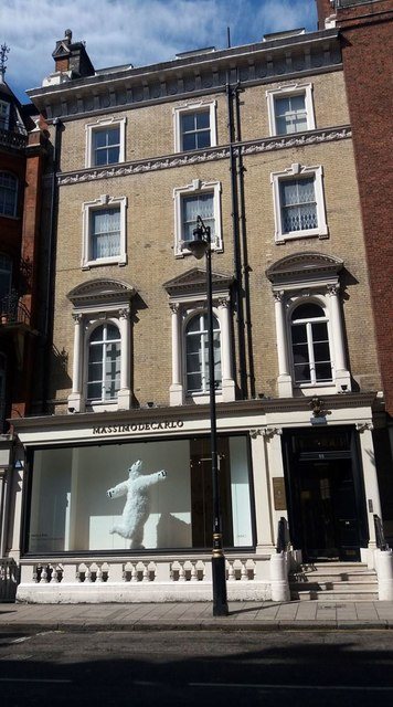 A dancing bear in South Audley Street