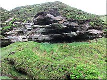 NO1905 : Eroded rocks in Glenvale, Lomond Hills by Bill Kasman