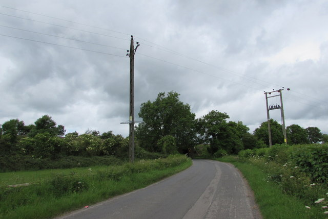 Wires over Tarlton Road north of Kemble
