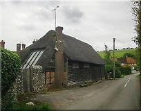 SU3477 : Converted barn at Pigeonhouse Farm, Eastbury by Stefan Czapski