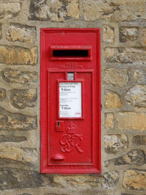 Wall-mounted GVIR postbox at Peterborough Cathedral