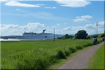 ST3283 : Watching a cruise ship on the River Usk by Robin Drayton