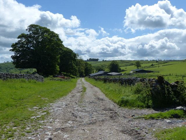 The Limestone Way approaching One Ash Grange Farm