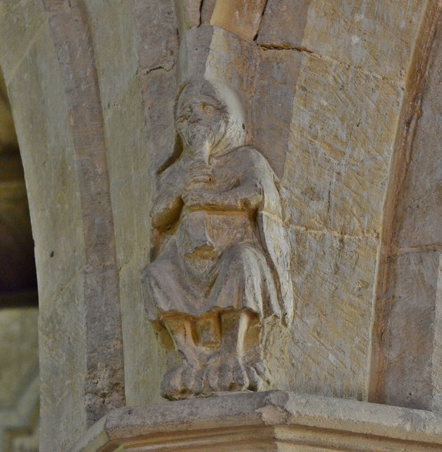 Hanwell, St. Peter's Church: Medieval musicians above the nave capitals 1
