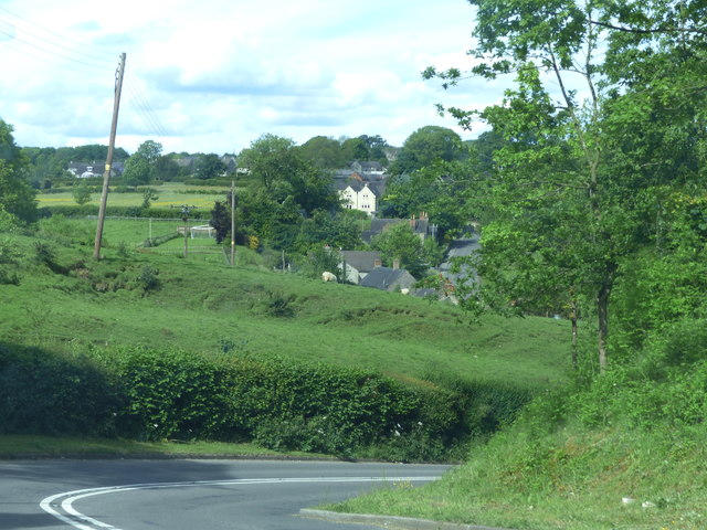 Approaching Kniveton on the B5035