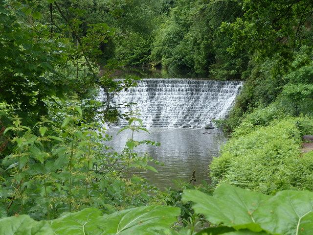 Weir retaining water for millpond at Quarry Bank Mill