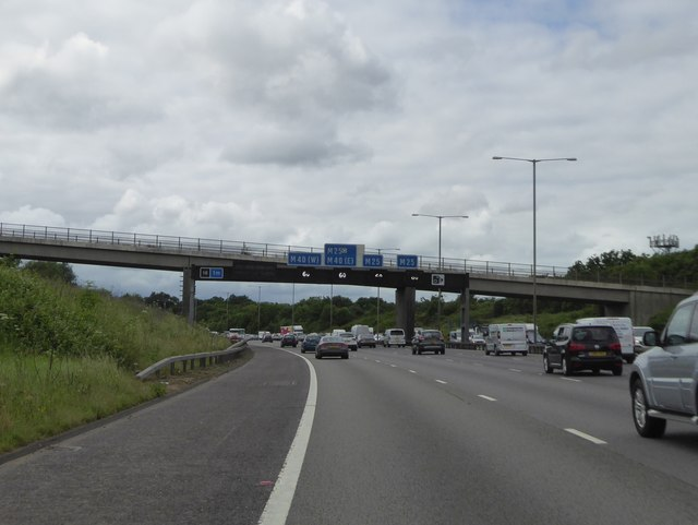 M25 gantry and minor bridge approaching M40 junction