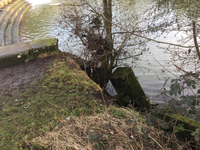 Damaged abutment at Edmondscote weir, Leamington
