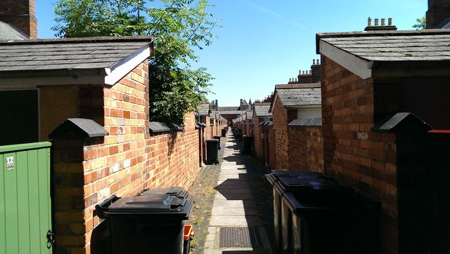 Alleyway between Exeter Street and Faringdon Road, Swindon