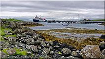 NR3994 : CalMac's MV Hebridean Isles arriving at Scalasaig, Colonsay by Julian Paren