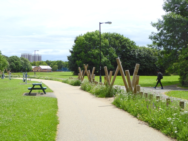 Footpath and cycle path across City Stadium Park