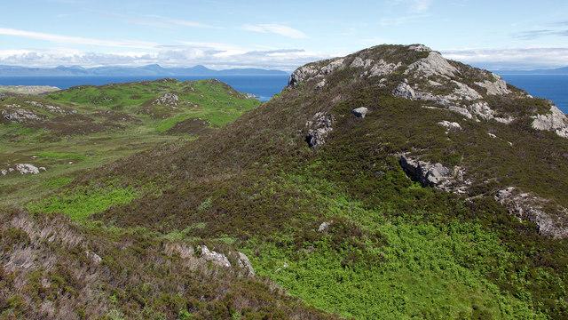 Ridge leading to Sron Ille Mhinich