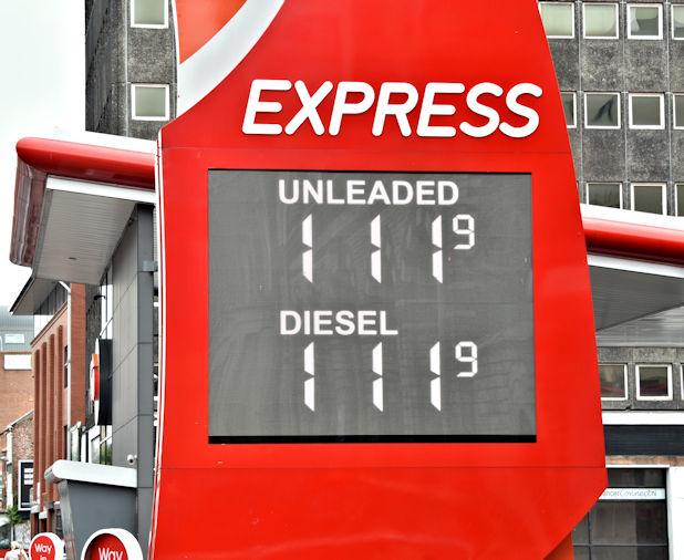 Fuel prices sign, Belfast (30 June 2017)
