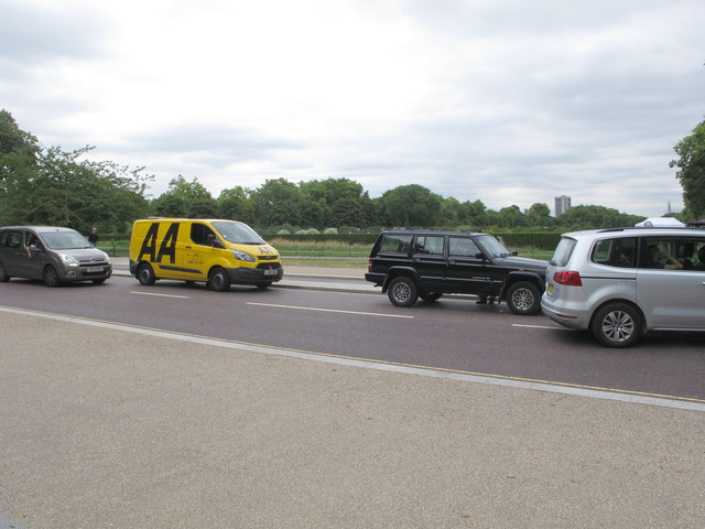 AA van with Jeep SUV broken down in Kensington Gardens