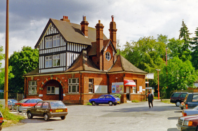Kingswood station: remarkable architecture, 1995