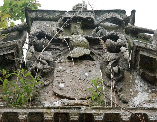 Meldrum monument: heraldry