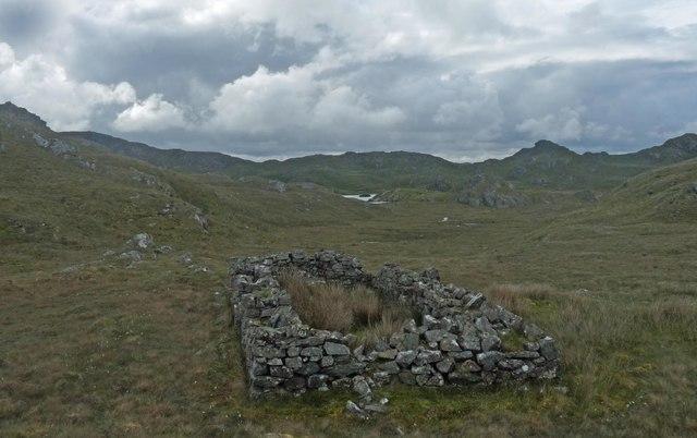 Ruined farmstead below Sidhean Rubha na Creige Mòire, Isle of Lewis