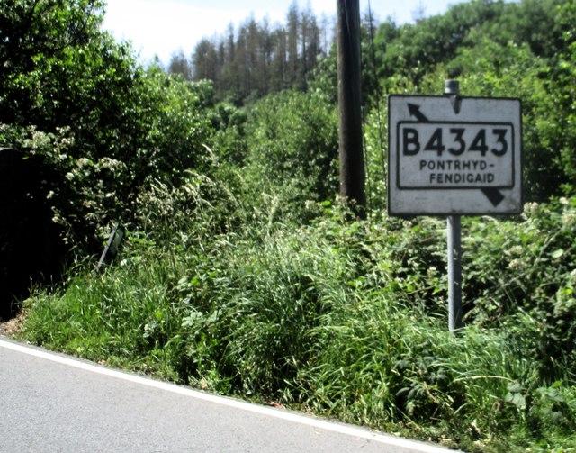 Arwydd ffordd i Bontrhydfendigaid / Road sign to Pontrhydfendigaid