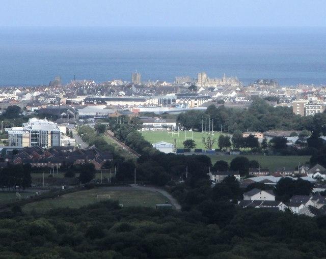 Aberystwyth o bellter / Aberystwyth from a distance