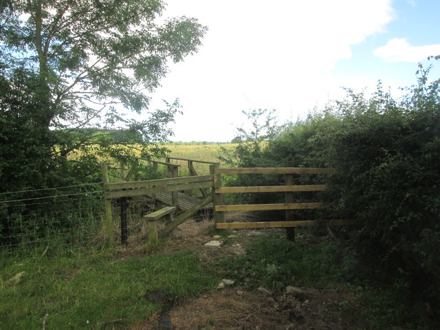 Stile and footbridge south of Lowmoor Farm
