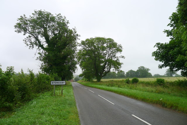 Waltham road entering Stonesby