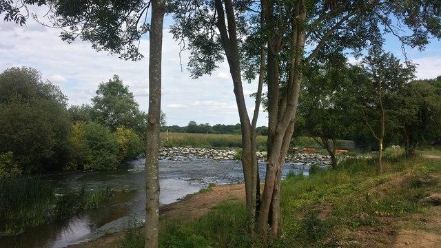 Weir at Marlcliff lock on the Warwickshire Avon