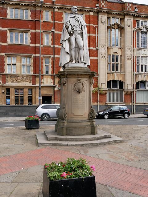 Alfred Geller Street, Statue of Charles Henry Wilson