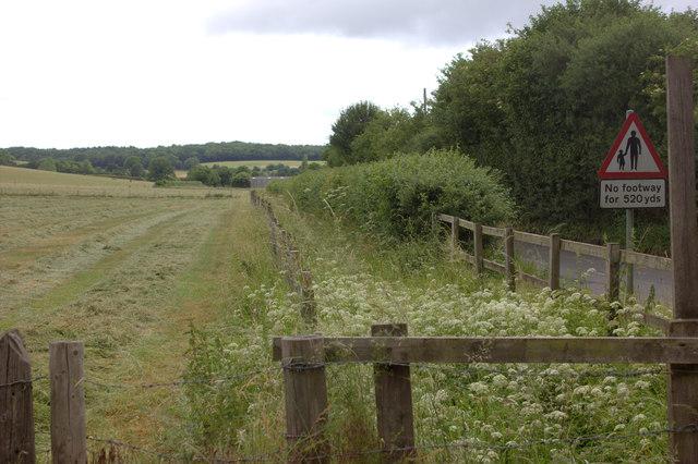 Footpath alongside Vale Road