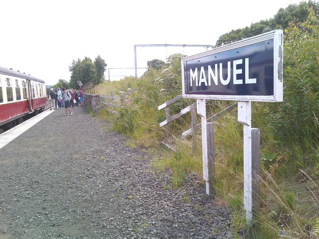 Platform at Manuel station