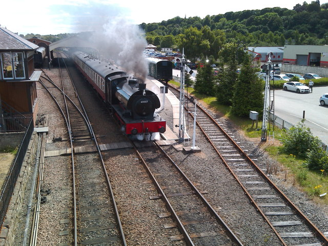 Pulling out of Bo'ness station