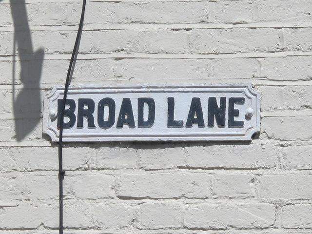 Old sign for Broad Lane (N15)