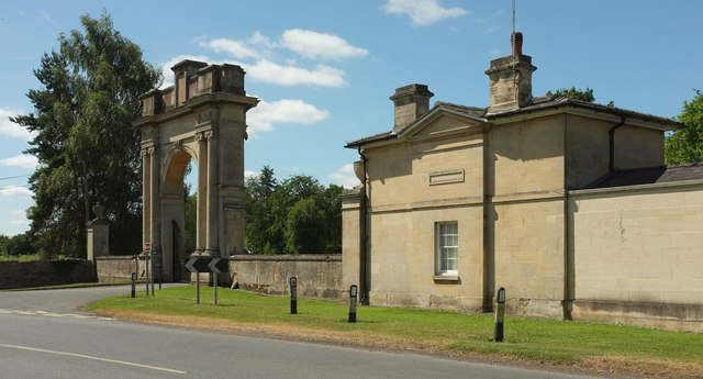 London lodge and gateway, Croome