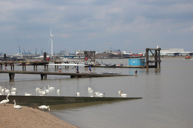 Piers and jetties at Graveend Reach