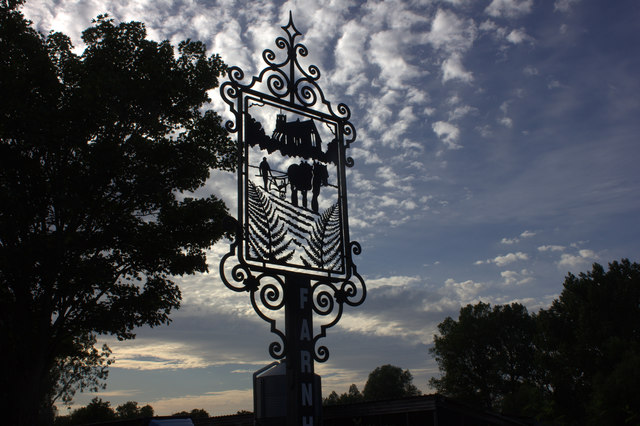 Farnham village sign