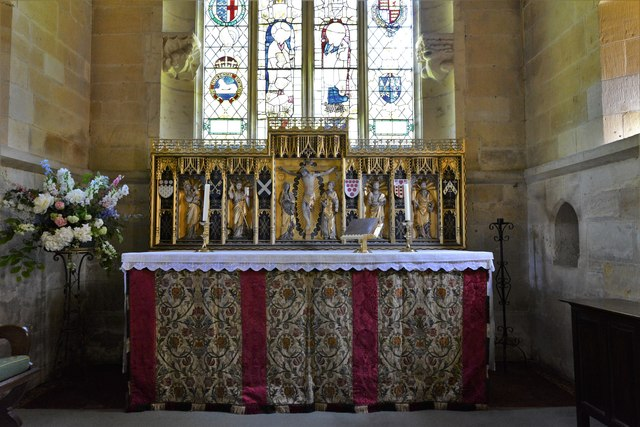 Stanton, St. Michael's Church: The altar with 1915 Comper reredos