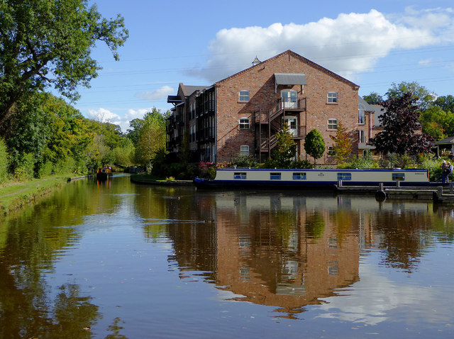 Canal and apartments at Lion Quays, Shropshire
