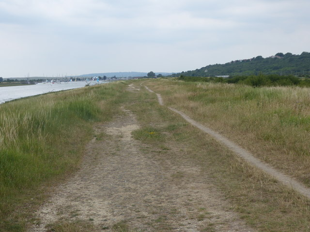 Path alongside Hadleigh Ray