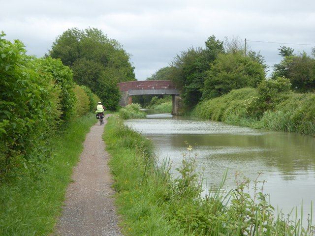 Road bridge over Kennet and Avon Canal
