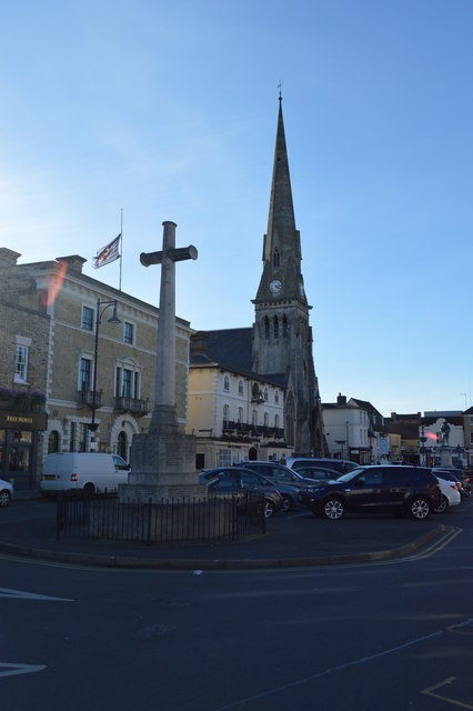 St Ives Cross of Sacrifice and Free Church