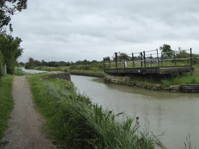 Swing bridge over canal at Newtown Farm