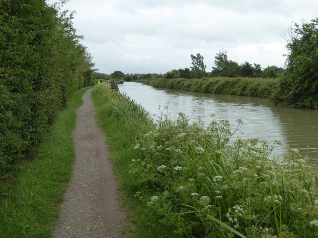 Canal and towpath (NCN4) east of Newtown Farm