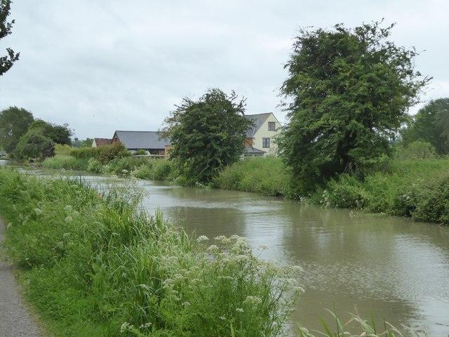 Canal just west of Melksham Park Farm
