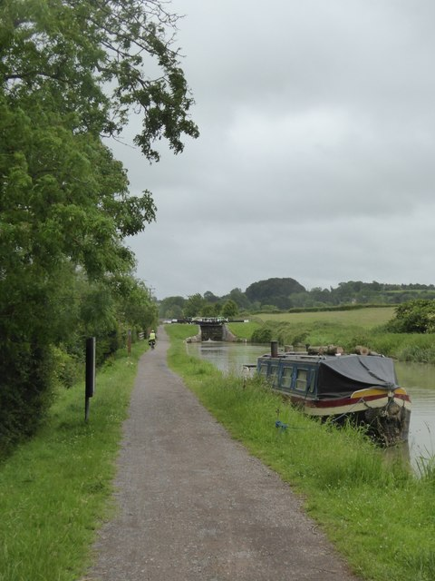 Canal towpath west of lock at Seend Cleeve