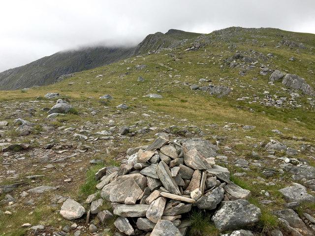 Cairn on the north ridge of Beinn Fhada